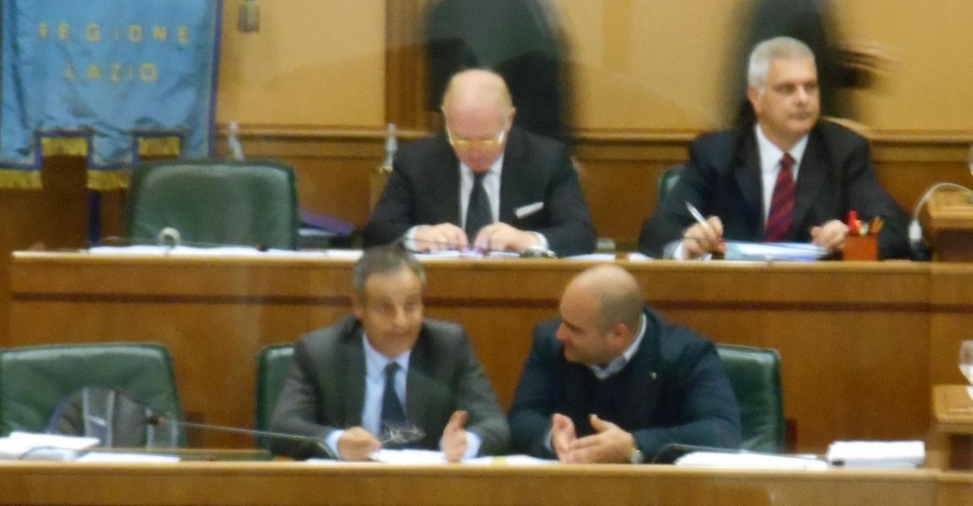 Civita e Palozzi a colloqui durante seduta regione lazio 29 aprile 2015 (Copia)